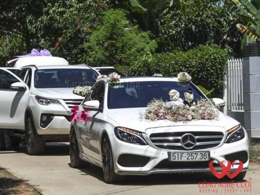 Cho thuê xe cưới - Mecedes 300