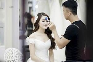 Thợ trang điểm cô dâu