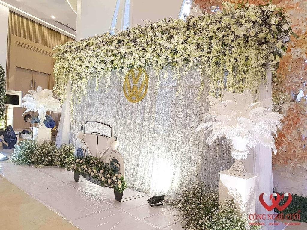 Trang trí backdrop chụp ảnh đám cưới tông trắng