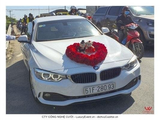 Xe cưới rước dâu