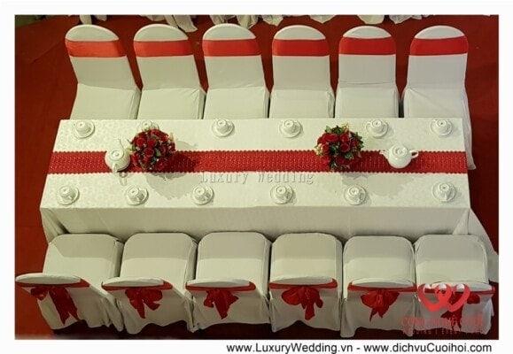 Cho thuê bàn ghế màu đỏ