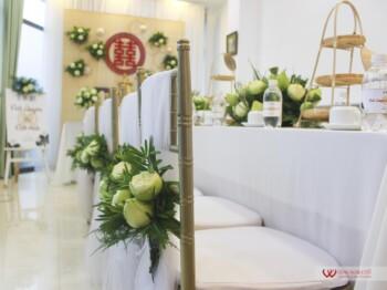 Trang trí lễ gia tiên hoa sen trắng