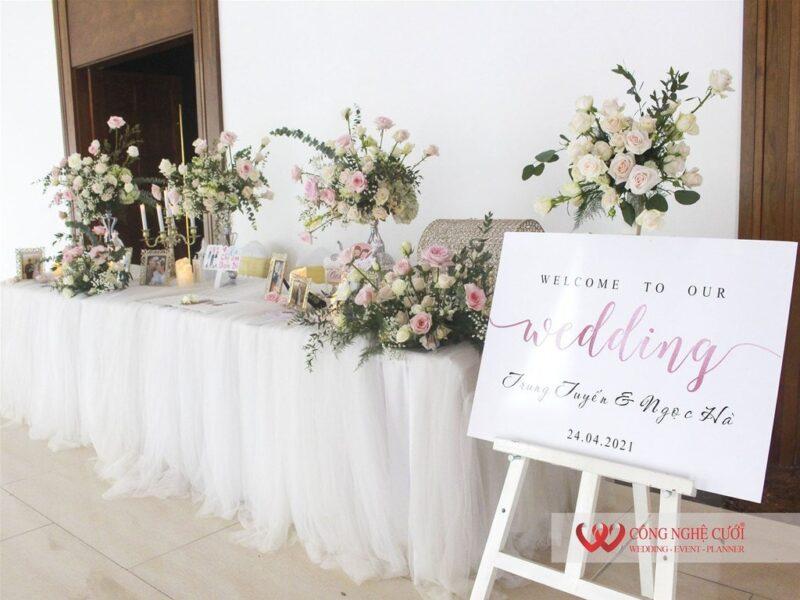 Trang trí bàn gallery tiệc cưới nhà hàng Pavillon (1)